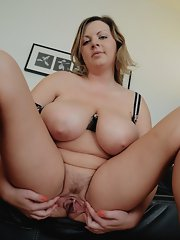 chubby mature spreading